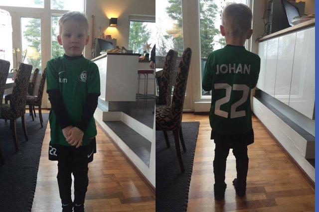 Johan otteli ensimmäisen jalkapallomatsinsa