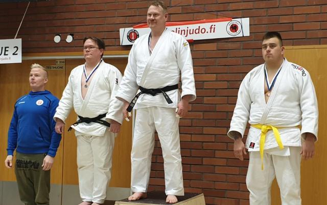 Kuokka pyyhki tatamia vastustajilla raskaassa sarjassa